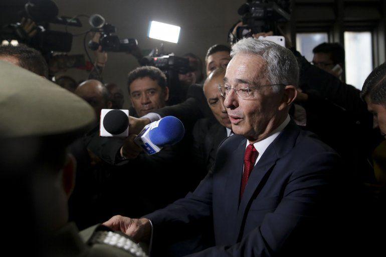 El senador y expresidente colombiano Álvaro Uribe llega a la Corte Suprema de Justicia para testificar en un caso de presunta manipulación de testigos