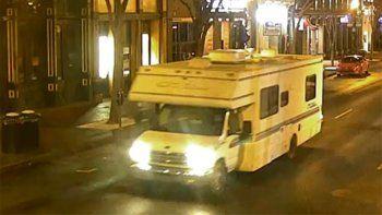 Imagen tomada de un video de seguridad y difundido por la policía de Nashville muestra una casa rodante que fue usada como coche bomba el viernes 25 de diciembre de 2020 en Nashville, Tennessee.