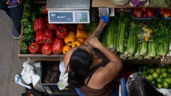 Venezuela cerró 2019 con inflación de 9.585,5%, según el Banco Central, cifra mayor a la reportada por el Parlamento, que la calculó en 7.374,4% para el mismo periodo