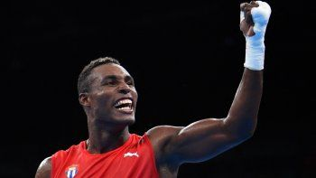 En esta foto de archivo tomada el 18 de agosto de 2016, el cubano Julio César La Cruz celebra la victoria contra el kazajo Adilbek Niyazymbetov durante el combate final masculino de peso pesado (81 kg) en los Juegos Olímpicos de Río 2016 en Riocentro