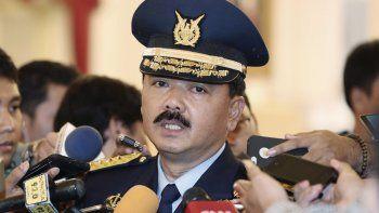 En esta foto de archivo del 18 de enero de 2017, el entonces jefe de estado mayor de la fuerza aérea de Indonesia, mariscal del aire Hadi Tjahjanto, habla con la prensa después de su juramentación en el palacio presidencial en Yakarta.