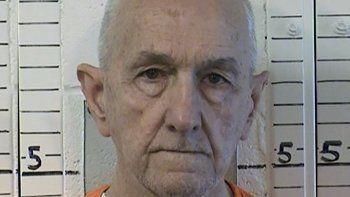 Esta fotografía facilitada por el Departamento de Penitenciarías y Rehabilitación de California muestra al preso Roger Reece Kibbe, de 81 años, que purgaba varias cadenas perpetuas por los homicidios de varias mujeres en las décadas de 1970 y 1980, y a quien encontraron estrangulado en su celda, el domingo 28 de febrero de 2021, en la Prisión Estatal de Mule Creek, al sureste de Sacramento.