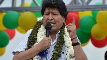 El ex presidente boliviano Evo Morales hace un gesto mientras pronuncia un discurso durante un mitin en Chimore, provincia de Chapare, departamento de Cochabamba, Bolivia, el 11 de noviembre de 2020, luego de su regreso del exilio.