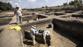 Arqueólogos trabajan en una ciudad de 5.000 años de antigüedad en el norte de Israel, que la Autoridad de Antigüedades del país informó el domingo 6 de octubre de 2019, que fue descubierta durante los preparativos para un proyecto de una carretera nueva.