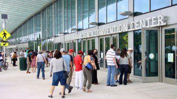 Vista parcial del Miami Beach Convention Center, lugar asignado para que los votantes peruanos ejercieran su derecho al voto en el sur de Florida, este 6 de junio de 2021.
