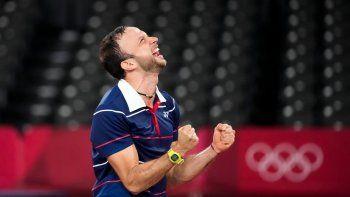 El guatemalteco Kevin Cordón celebra tras derrotar al surocoreano Heo Kwanghee en los cuartos de final del bádminton de los Juegos Olímpicos de Tokio