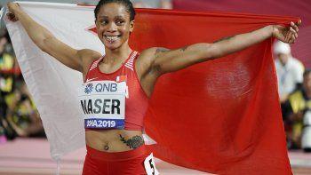 En imagen de archivo del jueves 3 de octubre de 2019, Salwa Eid Naser, de Bahrein, festeja tras ganar la final de los 400 metros en el Campeonato Mundial de Atletismo en Doha, Qatar.