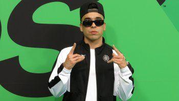 MC Davo posa al llegar a los Spotify Awards en el Auditorio Nacional de la Ciudad de México el 5 de marzo de 2020. En su nuevo álbum el rapero mexicano recopila recientes canciones.