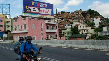 Maduro promete acabar con la pobreza tras elecciones del 6D