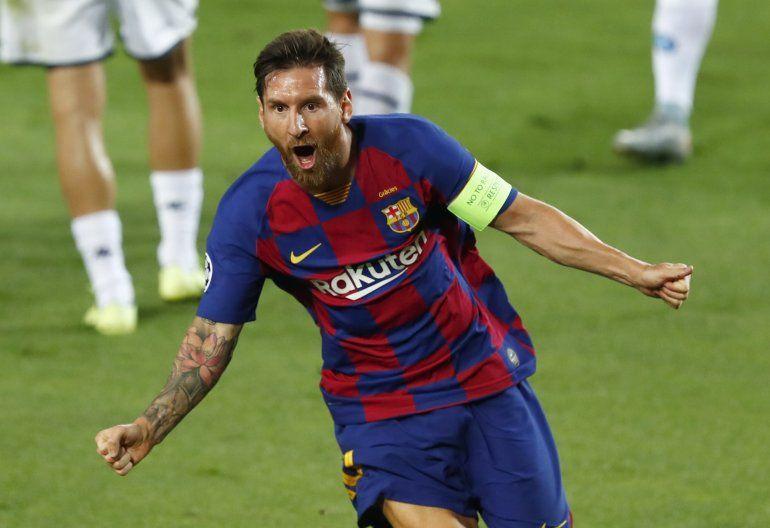 Lionel Messi del Barcelona celebra tras anotar el segundo gol del cuadro español durante el partido de vuelta de los octavos de final de la Liga de Campeones contra el Napoli