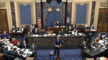 En esta imagen tomada de un video, el fiscal de la Cámara de Representantes Hakeem Jeffires, habla durante el juicio político contra el presidente Donald Trump en el Senado, el miércoles 22 de enero de 2020, en Washington.