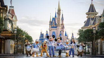 En esta foto sin fecha proporcionada por Walt Disney World, personajes de Disney en Walt Disney World en Lake Buena Vista, Florida. Walt Disney World planea una celebración de 18 meses en honor a su 50 aniversario a partir del 1 de octubre.
