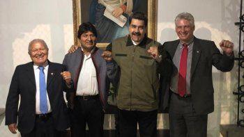 Fotografía de la cuenta oficial de Twitter del designado gobernante cubano Miguel Díaz-Canel (der.) acompañado por sus homólogos de Venezuela, Nicolás Maduro (2-d); El Salvador, Salvador Sánchez Céren (i); y Bolivia, Evo Morales (2-i) el 10 de enero de 2019 en Caracas.