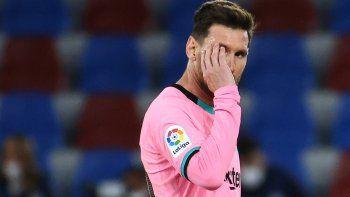 El delantero argentino del Barcelona Lionel Messi reacciona al finalizar el partido de la liga española Levante UD contra el FC Barcelona