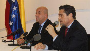 El embajador de Venezuela en EEUU, Carlos Vecchio (der.), junto alcomisionado especial de Seguridad e Inteligencia de la Embajada de Venezuela, Iván Simonovis.