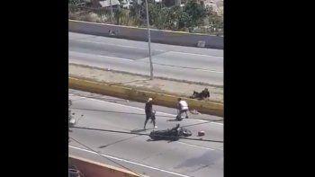 Captura de pantalla del video que circuló en las redes sociales del momento cuando un hombre que aseguró ser médico fue víctima de las bandas armadas de la COTA 905.