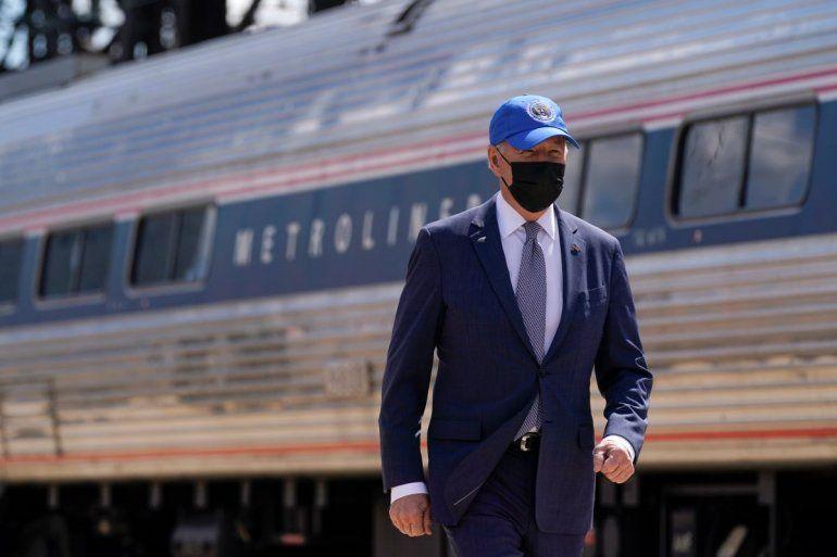 El presidente Joe Biden arriba a un evento el viernes 30 de abril del 2021 para celebrar el 50mo aniversario de Amtrak en la estación de la Calle 30