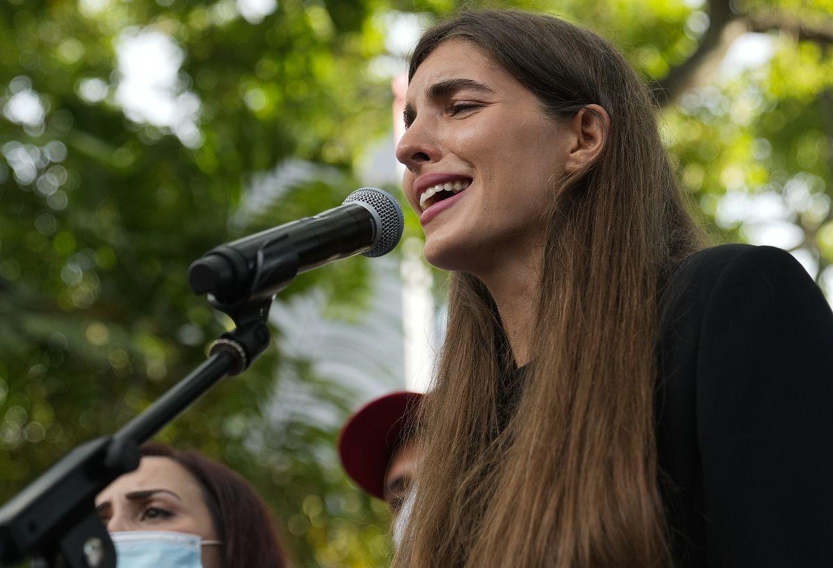 Camilla Fabbri, esposa del empresario colombiano Alex Saab, quien fue extraditado a Estados Unidos, asiste a una manifestación exigiendo la liberación de su esposo, el domingo 17 de octubre de 2021, en Caracas, Venezuela.