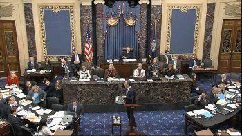Imagen de un video de la Televisión del Senado donde aparece el representante demócrata Adam Schiff, quien encabeza el proceso de juicio político contra el presidente Donald Trump, el jueves 23 de enero de 2020.