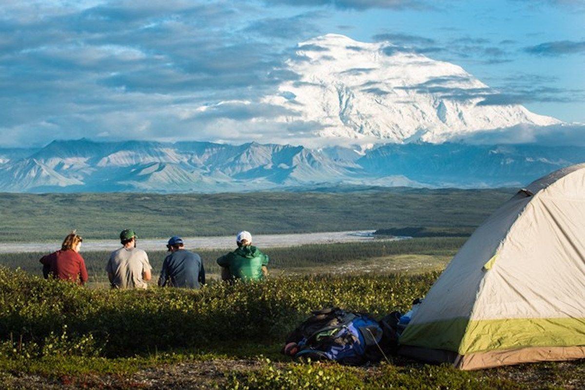 E Parque Nacional y Reserva Denali es ideal para acampar en familia.