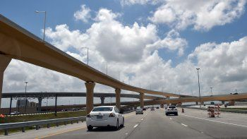 La autopista 836, también llamada Dolphin Expressway, es uno de los seis corredores del Smart Plan que podría tener un carril de autobuses rápidos.