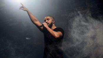 En esta foto del 27 de junio de 2015, el cantante canadiense Drake actúa en el festival Wireless en Finsbury Park, Londres. Drake ingresó al Hot 100 de Billboard por 208va ocasión, estableciendo un nuevo récord de canciones en la lista de éxitos musicales.