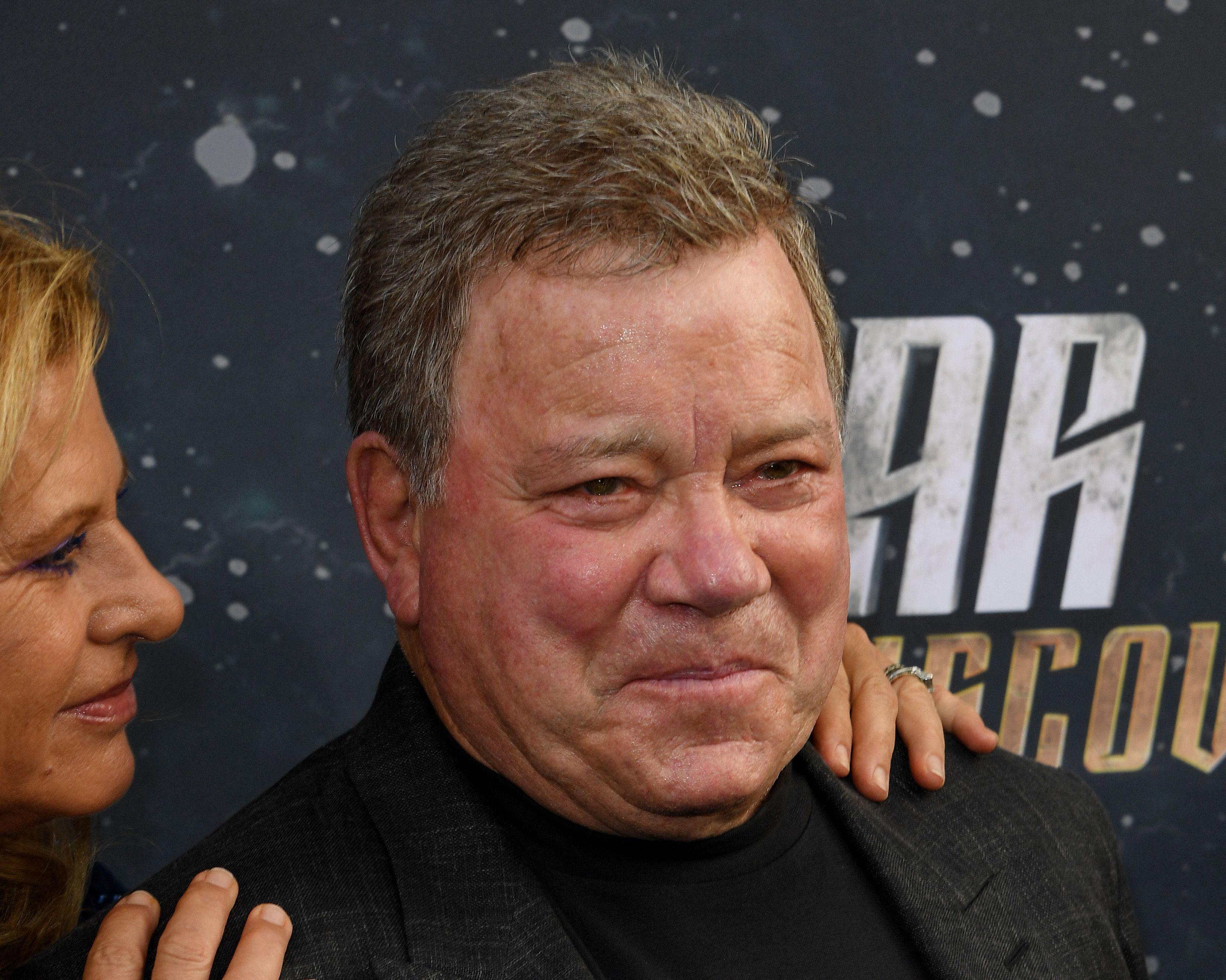 En esta foto de archivo, Elizabeth Shatner y William Shatner llegan al estreno de Star Trek: Discovery de CBS en el Cinerama Dome en Hollywood, California, el 19 de septiembre de 2017.