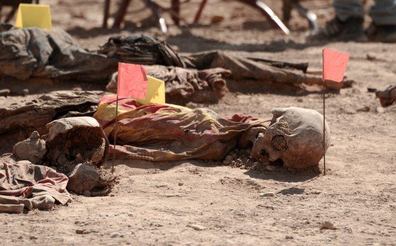 Las autoridades iraquíes anunciaron este domingo haber exhumado de una fosa común los restos de 123 víctimas de una de las peores masacres perpetradas por el grupo yihadista Estado Islámico