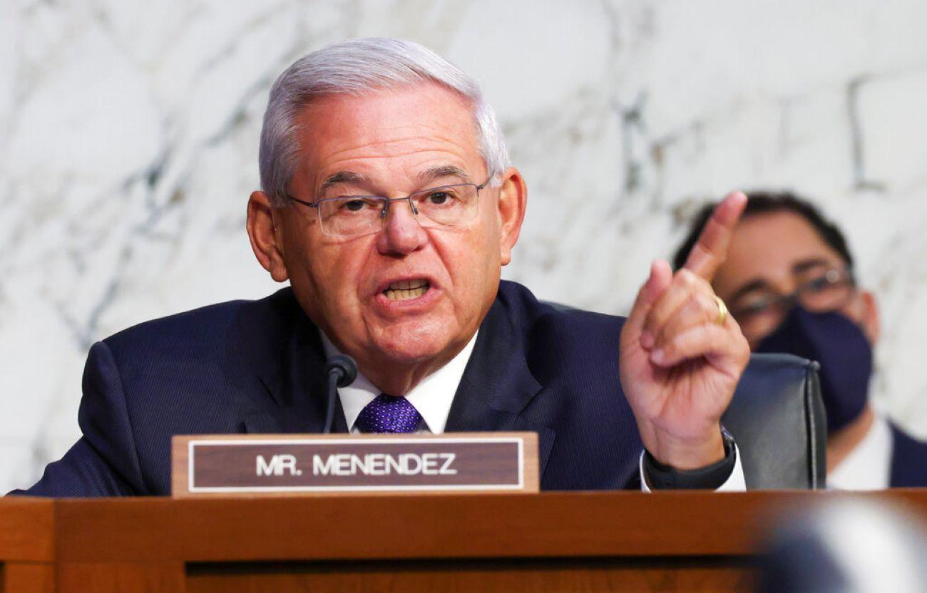 El senador Robert Menéndez, demócrata por Nueva Jersey, durante una audiencia de la Comisión de Asuntos de Vivienda, Bancarios y Urbanos del Senado.