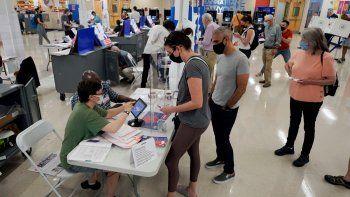 Los neoyorquinos depositan el martes los últimos votos en primarias partidistas en las que candidatos a alcalde, fiscales y jueces, además de legisladores municipales y de condados, están en las boletas.