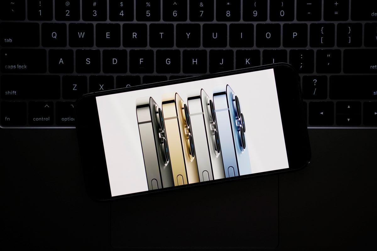Nuevos modelos del iPhone 13 Pro durante un evento virtual de Apple.