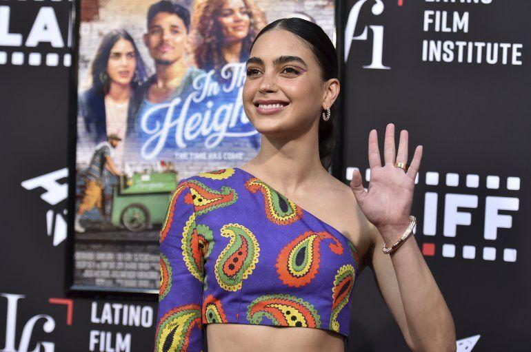 Melissa Barrera llega a una función de In the Heights durante el Festival Internacional de Cine Latino de Los Angeles
