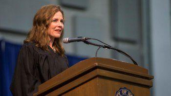 La jueza federal Amy Coney Barrett habla en la ceremonia de graduación en la escuela de derecho de la Universidad de Notre Dame en South Bend, Indiana. Foto del 9 de mayo del 2018,