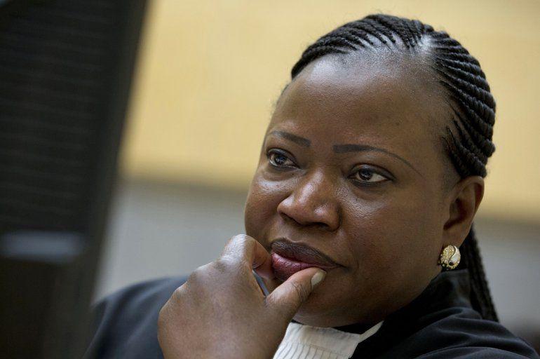 Fotografía de archivo del 15 de noviembre de 2016 de la fiscal de la Corte Penal Internacional Fatou Bensouda esperando el inicio de un jucio en La Haya