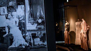 Esta imagen muestra creaciones de la diseñadora francesa Gabrielle Chanel mostradas durante la exposición Gabrielle Chanel, manifiesto de la moda en el museo de la moda Galliera Palais en París el 25 de septiembre de 2020. La exposición estará abierta del 1 de octubre de 2020 al 14 de marzo de 2021.