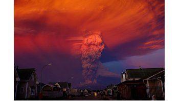 Bachelet indicó que las erupciones del Calbuco, situado a unos 1.000 kilómetros al sur de Santiago, han generado una situación peor que la provocada en marzo pasado por la explosión del volcán Villarica, donde hubo que evacuar a una 3.300 personas. (EF