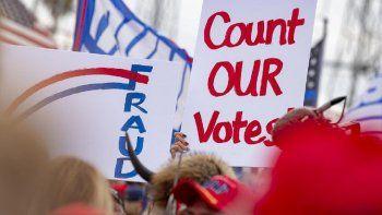 El equipo de campaña del presidente Donald Trump mantiene acciones legales para tratar de revertir el resultado de los comicios bajo alegaciones de fraude.