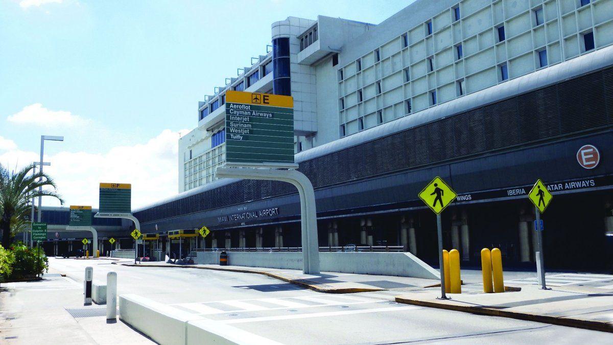 coronavirus: aeropuerto de miami controla pasajeros
