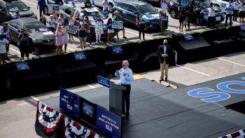 El candidato presidencial demócrata y exvicepresidente de los Estados Unidos, Joe Biden, pronuncia un discurso en un evento Drive-in en Coconut Creek, Florida, el 29 de octubre de 2020.