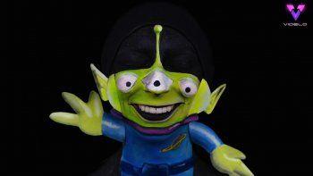Desde Rex de Toy Story, Mike Wazowski de Monsters Inc hasta Remy de Ratatouille, Krista Krautner, de 27 años, pasa hasta cuatro horas al día pintando hasta el mínimo detalle para completar todos y cada uno de los personajes en los que se transforma.