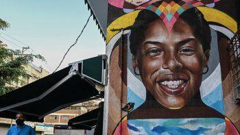 Foto de un mural realizado por el artista venezolano Badsura del deportista venezolano Yulimar Rojas, múltiple campeón mundial y medallista olímpico de triple salto, en Caracas, el 7 de junio de 2021