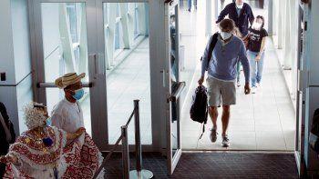 Panamá levantó el lunes un amplio espectro de restricciones relacionadas con la pandemia de COVID-19, incluida la reapertura de vuelos internacionales, hoteles, casinos y actividades relacionadas con el turismo