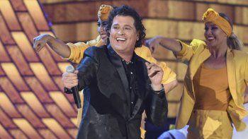 Carlos Vives interpreta Hoy tengo tiempo durante la ceremonia de los Latin Grammy en Las Vegas el 15 de noviembre de 2018. El padre de Vives, el Dr. Luis Aurelio Vives, falleció el lunes 5 de abril de 2021 en Santa Marta, Colombia. Tenía 91 años.