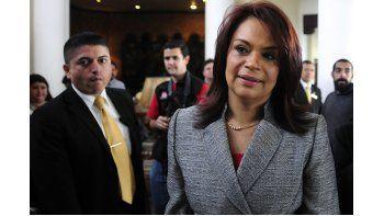 Su escándalo implica a funcionarios cercanos a su puesto y puso en jaque al gobierno que preside Otto Pérez Molina, a 4 meses de que se realicen las elecciones presidenciales en ese este país centroamericano. La renuncia ocurrió en medio de una presión