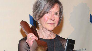 Esta foto de archivo tomada el 19 de noviembre de 2014 muestra a Louise Gluck asistiendo a los Premios Nacionales del Libro 2014 en la ciudad de Nueva York.