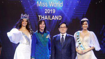 Así lo afirmó la presidenta y consejera delegada de Miss Mundo, Julia Morley, en una conferencia de prensa en la capital tailandesa en la que estuvo acompañada por De León.