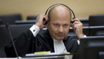 En esta foto del 4 de junio de 2007, el abogado británico Karim Khan asiste a una audiencia de la Corte Especial para Sierra Leona en La Haya, Holanda. Khan prestó juramento el miércoles 16 de junio de 2021 como fiscal jefe de la Corte Penal Internacional.