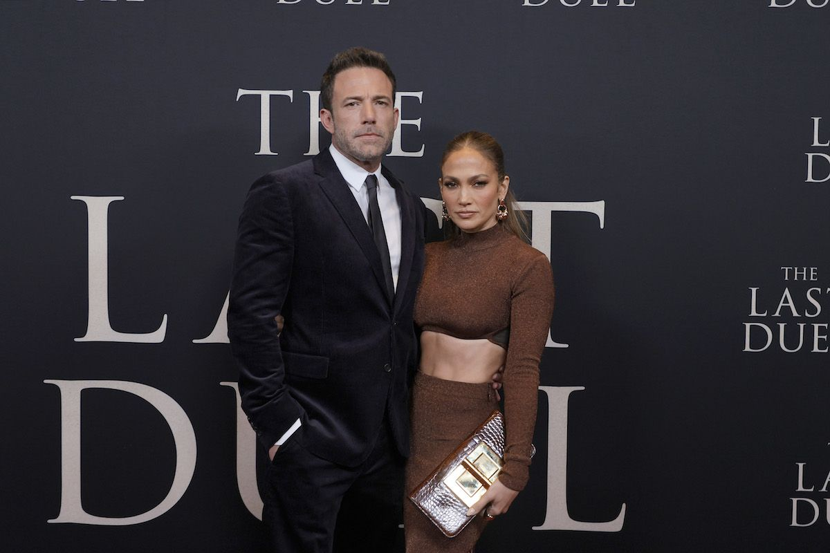 Ben Affleck y Jennifer López posan en el estreno en Nueva York de la nueva película de Ridley Scott, The Last Duel.