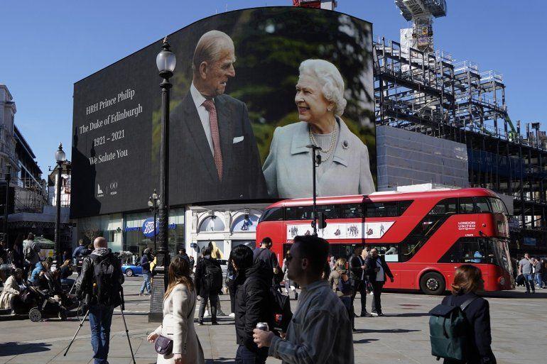 Imágenes de la reina Isabel II de Gran Bretaña y el príncipe Felipe