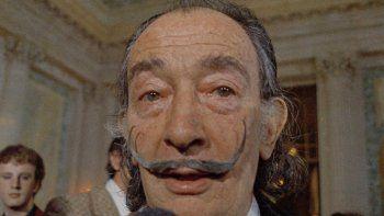 En esta foto de archivo del 21 de mayo de 1973 el pintor surrealista español Salvador Dalí presenta su primer Chrono-Hologram en París, Francia.